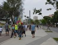 Torcedores gremistas andando tranquilamente no entorno do Maracanã. Fonte: http://www.fimdejogo.com.br/