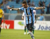 Fez gol de cabeça, golaço e perdeu gol. Luan foi o cara do jogo. Foto: Lucas Uebel/ Grêmio Oficial (via Flickr)