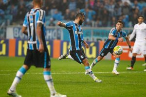 Douglas FUZILANDO o goleiro. Foto: Lucas Uebel/Grêmio Oficial (via Flickr)