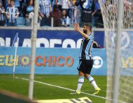 Douglas, de novo, de rebote. Foto de Lucas Uebel/Grêmio FBPA