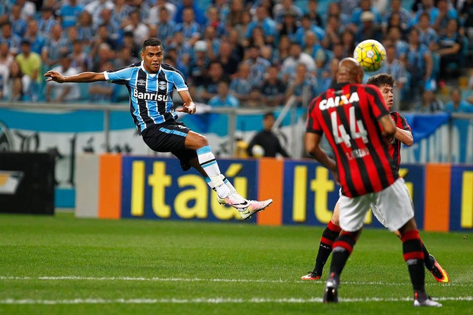 Pedro Rocha, autor do primeiro gol, já tinha acertado esse bom chute. Foto: Lucas Uebel/Grêmio Oficial (via Facebook)